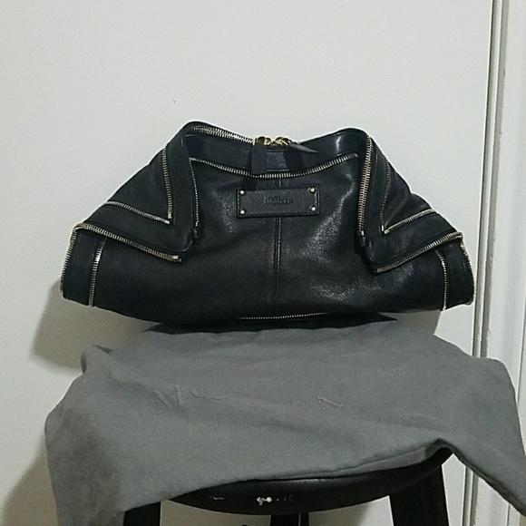 21e7847af0b5 Alexander McQueen Handbags - Alexander McQueen De Manta zip clutch